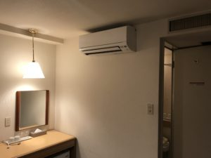 エアコン設置中
